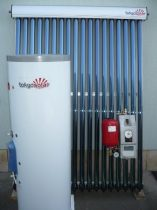 HP01 Tokyo Solar Heat Pipe (hőcsöves), nyomásos, 120 literes, 10 vákuumcsöves split (különálló, oszott) napkollektor rendszer.